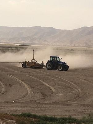 تسطیح اراضی کشاورزی پایاب سد سلمان فارسی آغاز شد